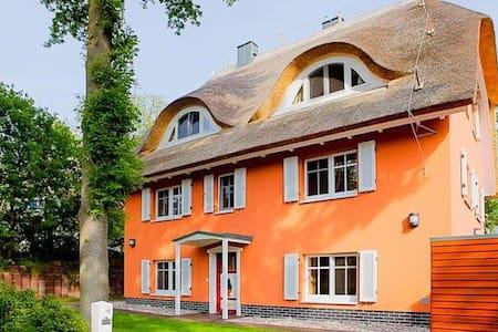 exklusive Ferienwohnung Ahrenshoop - Apartamento