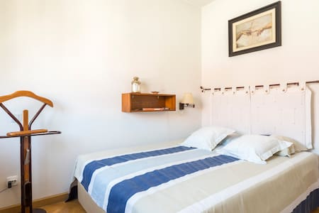 Kind bed with PRIVATE BATHROOM - Madrid - Apartamento