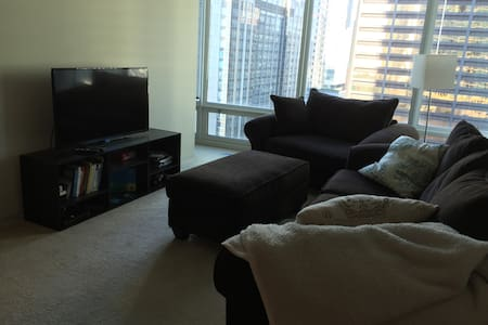 Sleeps 4 Luxury High Rise Apartment - Apartment