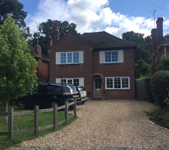 Village house for families 40 minutes to London - Guildford - Hus