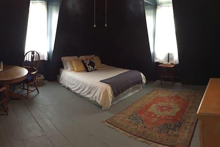 The Blue Room - Hudson on a budget! - 公寓