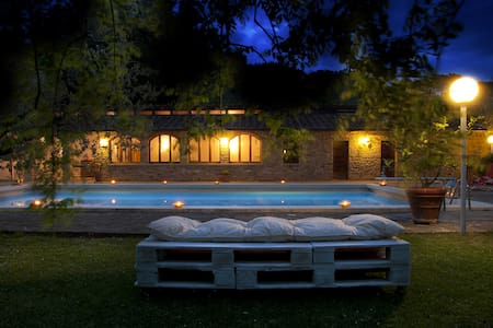 Tuscany home with swimming pool - House
