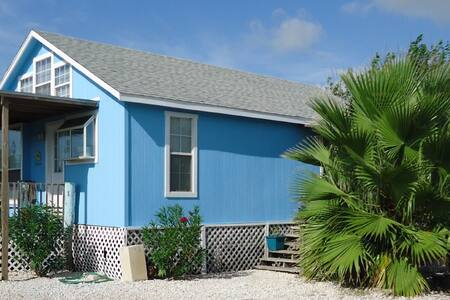 Palm Cottage-walk to Shop,Eat,Play - Port Aransas - Haus