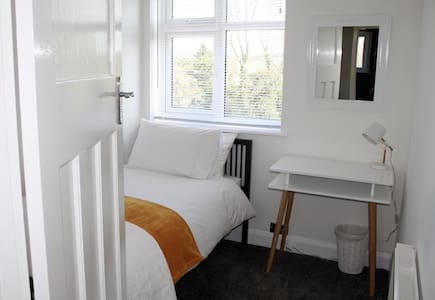 Sunny single room - Guildford - Casa