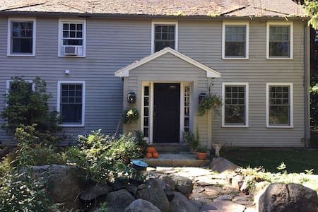The Smith House in Rockport - a seaside village - Casa