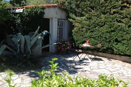 Studio indépendant sur jardin avec piscine - Montpellier