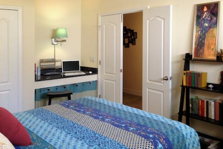 Comfortable Room – Minutes to Beach or Lagoon - Townhouse