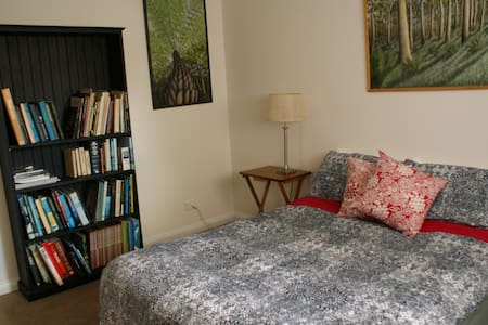 Mittagong Getaway - (2 Double Rooms) - House