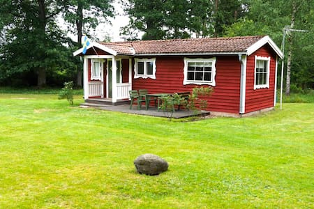 Nice cottage in beautiful nature near lake - Växjö N - Cabin