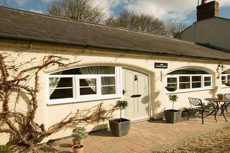 Coach House - Self Catering Cottage - House