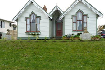 Gothic On The River - Whanganui - House