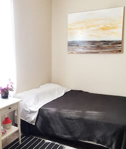 Sunny Room in the Heart of Logan Square /Bucktown - Apartment