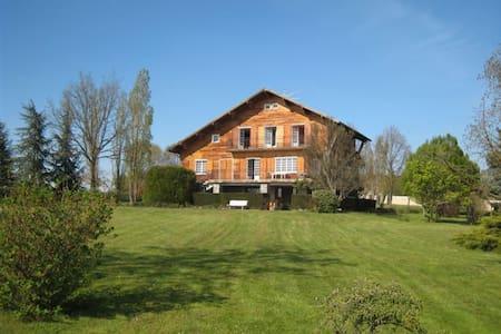 chalet de montezin - Balbigny - House