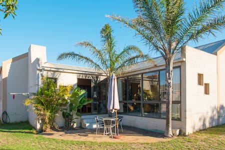 Private double room, own bathroom (Cape winelands) - Rumah
