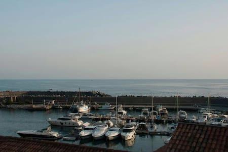uno sguardo sul porto - Leilighet