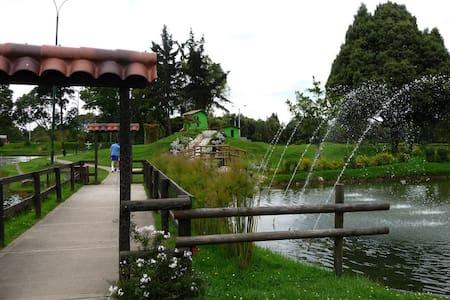 Acogedor Apartaestudio en excelente ubicación. - Bogotá - House