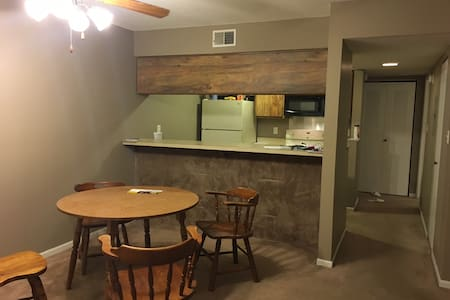Cozy  Apt in Greenwood, IN (20 mins from airport) - Indianapolis - Lakás