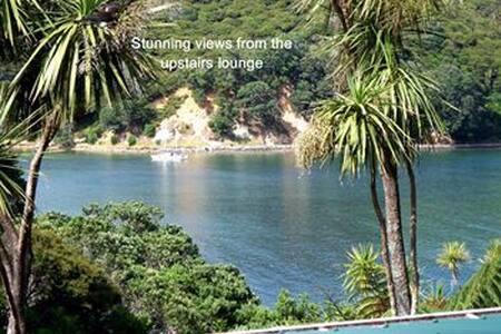 Dbl Sea views, enchanted NZ island! - House