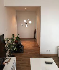 Très belle chambre tres propre hote anglaphone - Apartemen