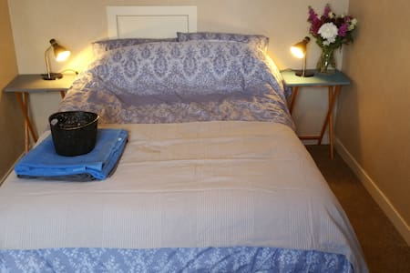 bright double room in kirkwall - Huis