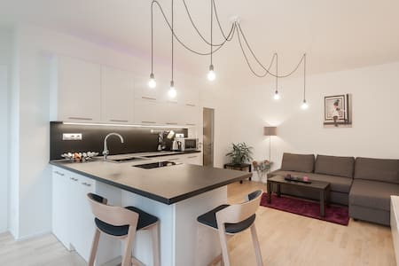 Modern flat in the center-private parking included - Praha - Wohnung