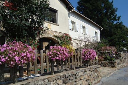 Maison des Pèlerins au centre du PLateau des Lacs - La Salvetat-sur-Agout