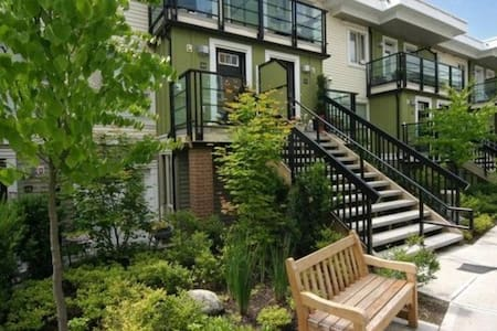 Spacious 2br Townhouse - North Vancouver - Townhouse