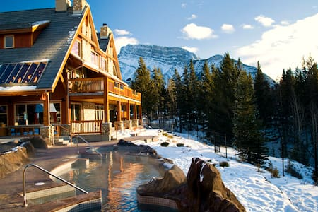 Banff 2 Bedroom + Loft Condo with 4 Queen Beds - Appartement