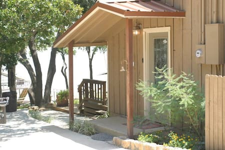 Excellent Deck and ON THE WATER!/ Lake Brownwood - Haus