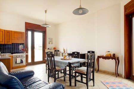 5 min da Salerno: Appartamento, giardino & garage - Pontecagnano Faiano - Apartment