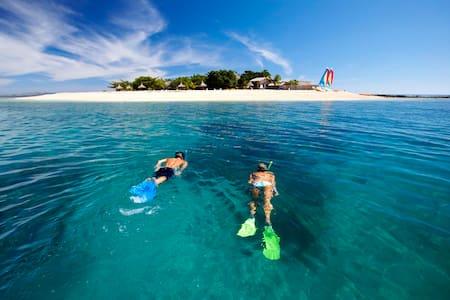 South Sea Island - Dorm - Dortoir