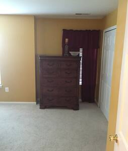 Nice Large Room Queen Bed with bath - Culpeper - Casa