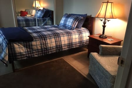 COZY PRIVATE BED, BATH & BREAKFAST-2 Guest/1 Baby - Memphis
