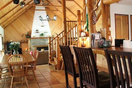 Lodge Style home on beatiful Gabriola Island - Huis