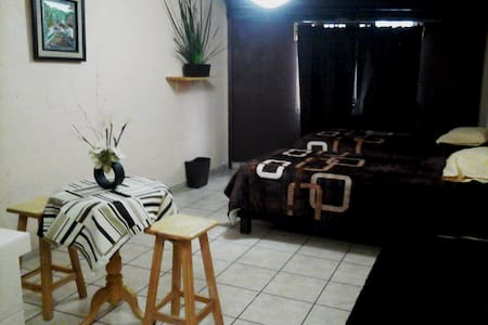 Comfortable apartment for travelers - Huis