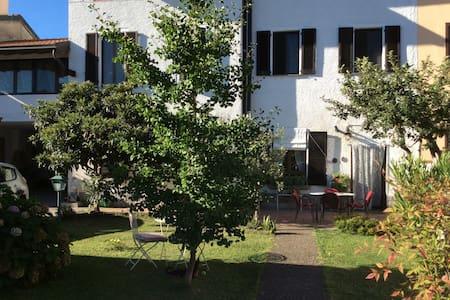 Casa con giardino vicino a Rho Fiera Milano - Santo Stefano Ticino - Bed & Breakfast