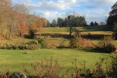 wide views, clean & simple retreat - Hus