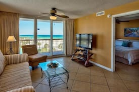 Picture of 2BR right on Pelican Beach, Ocean View, Pool, Wifi