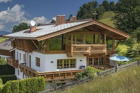 Chalet an der Skipiste in Kitzbühel/ Kirchberg - Casa