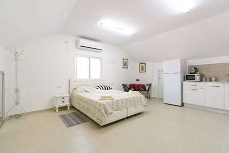 Studio apartment in an attic - Ramla