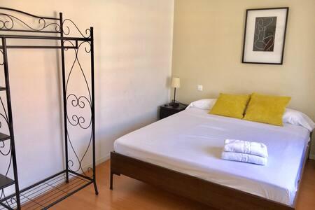 HABITACIÓN DOBLE Y LUMINOSA - Apartment