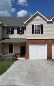 Spacious Cartersville Townhouse - Cartersville - Radhus