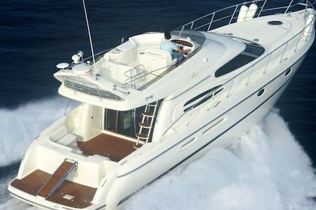Yacht sleeping - Bruges