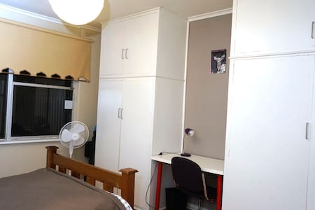 Spacious room 5min from the Airport - Underdale - House