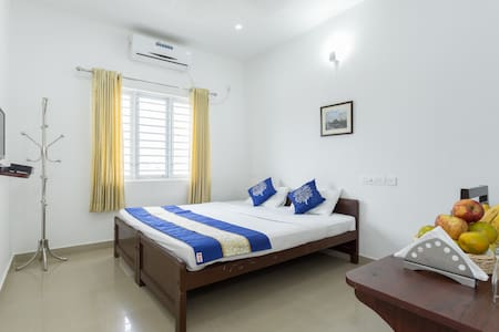 Economy Non A/C Room - Angamaly - Bed & Breakfast