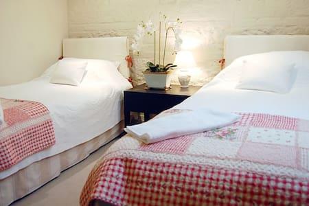 Family bedroom - Old Alresford