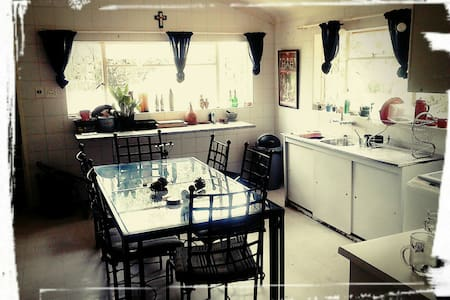 Room in large friendly house, great location! - Pretoria - House