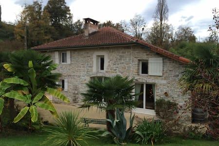 Maison en pierre à Bidache - Haus