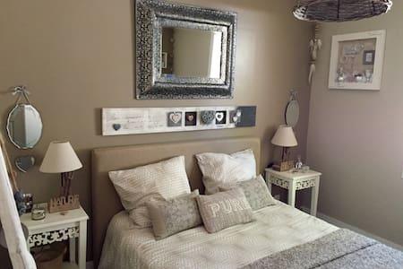 Chambre et jacuzzi sur B. Arcachon - Bed & Breakfast