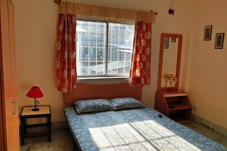 Comfortable Bedroom at Hazra - Kolkata - Apartment